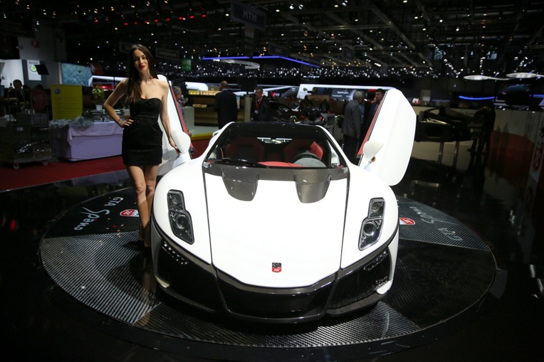 Rooli Võim_avas teles võimsa Genfi autonäituse saladused3