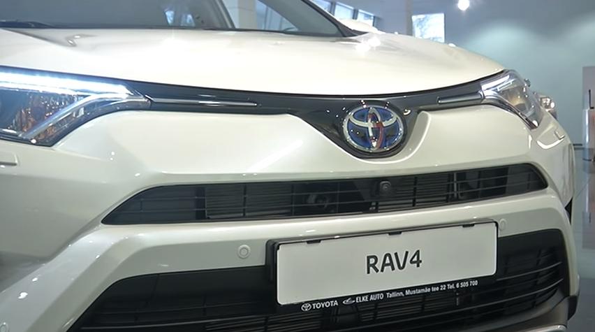 ROOLI VÕIM! Kuu auto valimisel on fookuses Toyota RAV4 hübriidmudel