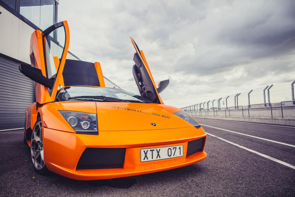 SUPERAUTOD! Pärnusse kogunevad Skandinaavia superautode omanikud