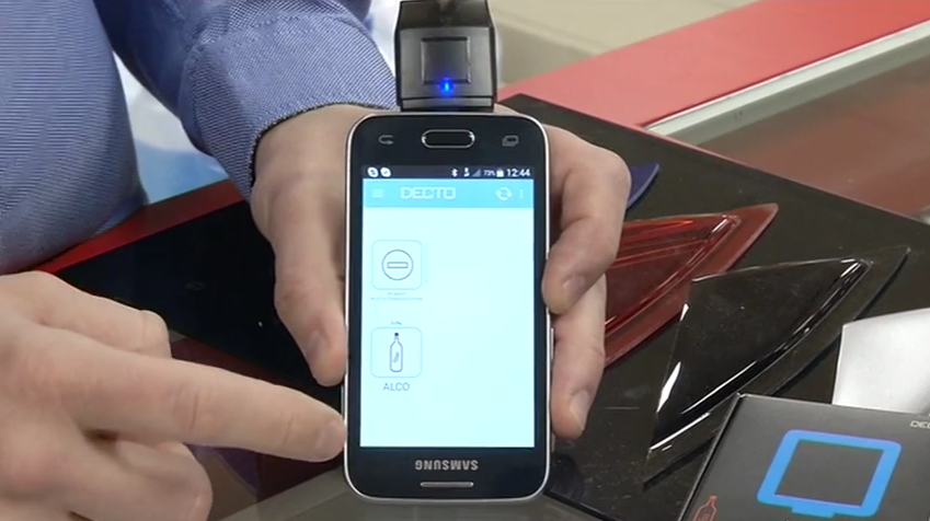 ROOLI VÕIM! Uudne alkomeeter annab tulemuse koostöös mobiiltelefoniga