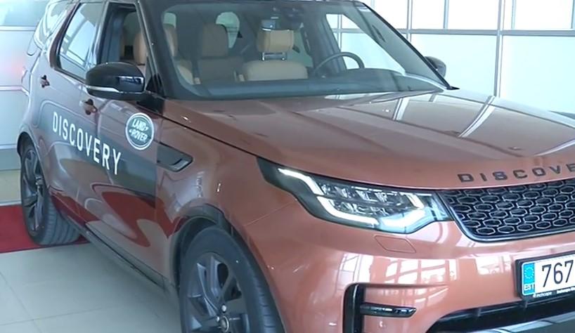 ROOLI VÕIM! Kuu auto Land Rover Discovery sobib nii maastikule kui presidendi vastuvõtule